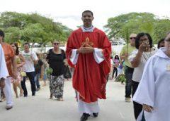 Valente: Padre Gugu e Padre Armindo são transferidos para o município; veja todas as transferências.
